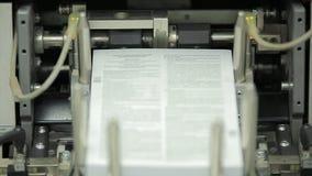 Maszynowy działanie w drukowym domu, polygraph przemysł - cleaning wyposażenie, frontowy widok Specjalny wyposażenie dla sortować zdjęcie stock