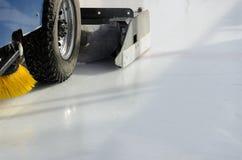 Maszynowy froterowanie lód przed meczem hokeja Zdjęcie Royalty Free