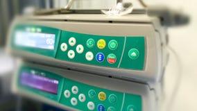 Maszynowy kontroler dla śródżylnej IV infuzi dla pacjenta w ho Zdjęcia Royalty Free