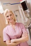 maszynowy mammografiego pielęgniarki portret zdjęcia royalty free