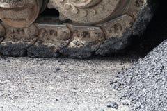 Maszyny nalewają asfalt Obrazy Stock