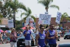 A matéria preta das vidas recorda o pulso de Recuerdo do pulso em San Diego Pride Parade foto de stock royalty free