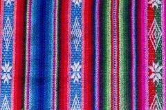 Matéria têxtil andina em lãs da alpaca e da folha fotografia de stock royalty free
