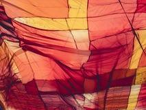 Matéria têxtil colorida de pano da tela que ilumina o fundo exterior Imagens de Stock
