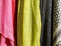 Matéria têxtil colorida - scarves de pano Fotografia de Stock Royalty Free