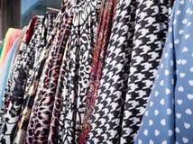 Matérias têxteis coloridas fotografia de stock
