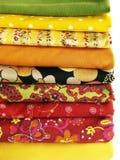 Matérias têxteis coloridas para a loja do tecido Fotografia de Stock Royalty Free