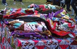 Matérias têxteis e testes padrões africanos coloridos Fotografia de Stock Royalty Free