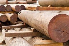 Matériau en bois rouge images stock