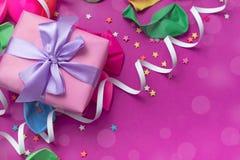 Matériaux décoratifs de composition en fond de fête pour la célébration et la décoration Image libre de droits