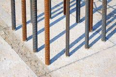 Matériaux de construction en acier tordus Image stock