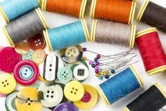 Matériaux de tailleur ; Fils de couture colorés Divers fils photo stock