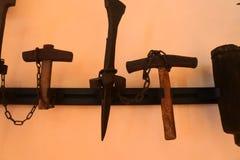 Matériaux et outils des Moyens Âges utilisés pour la maison élémentaire de tissu dans Itlay images libres de droits