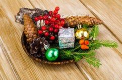 Matériaux naturels pour des métiers de Noël images libres de droits