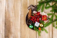 Matériaux naturels pour des métiers de Noël photographie stock libre de droits