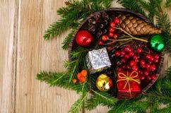 Matériaux naturels pour des métiers de Noël photos stock