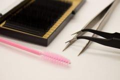 Matériaux pour l'extension de cil Brosses, accessoires pour des prolongements de cil image libre de droits