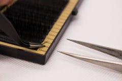 Matériaux pour l'extension de cil Brosses, accessoires pour des prolongements de cil photographie stock libre de droits