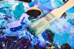 Matériel artistique Brosses et peintures pour le dessin Articles pour la créativité du ` s d'enfants photo libre de droits