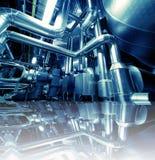 Matériel, câbles et tuyauterie à l'intérieur d'usine Photos libres de droits