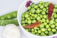 Matériel d'aliment biologique, pois végétaux photos stock