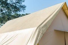 Matériel de camping, tente antipluie Photographie stock