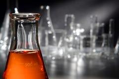 Matériel de laboratoire dans le laboratoire de recherches de la Science image stock