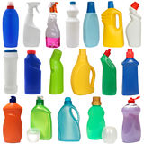 Matériel de nettoyage 18 bouteilles en plastique colorées Images stock