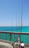 Matériel de pêche sur le pilier images libres de droits