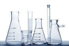 Matériel en verre dans le laboratoire de recherches de la Science photographie stock libre de droits