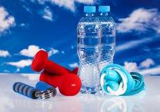 Matériel et eau de forme physique Photographie stock libre de droits