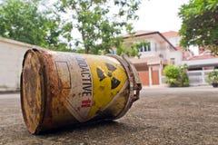 Matériel radioactif dans la ville Photographie stock