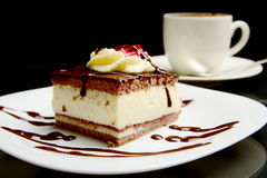 Mat av den söta krämiga chokladkakan med kaffe Arkivfoton