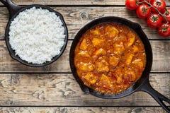 Mat för kött för traditionell feg tikkamasala indisk kryddig med ris royaltyfri fotografi