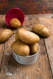 Mat för rå potatis Ny potatis arkivfoton