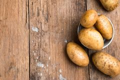 Mat för rå potatis Ny potatis royaltyfri foto