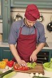 Mat f?r mankockkock efter recept i restaurangk?k Gr?nsaker f?r mankocksnitt Mest bra laga mat recept fr?n kock royaltyfria foton