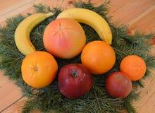 Mat frukt, tomat, grönsak, sunt, orange som är ny, grönsaker, isolerat som är gröna, äpple, rött, vitt som är organiskt, ananas,  arkivbilder
