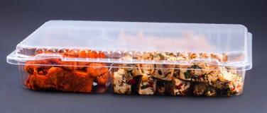 Mat i en plast- behållare Royaltyfri Foto