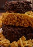 Mat mål, mellanmålet, bakat som stekas, frukosten, plattan, efterrätten, sötsaken, kakan som är läcker, bröd, äter, ost, muttrar, Royaltyfria Bilder
