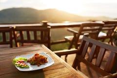 Mat Matställe i thailändsk restaurang sunt mål Lopp till Thailan Royaltyfri Bild