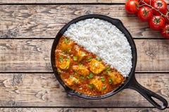 Mat och ris för kött för traditionell höna för smör för Tikka masala kryddig fotografering för bildbyråer