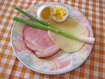 Mat på bordlägga royaltyfri bild