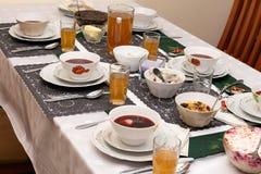 Mat på bordlägga fotografering för bildbyråer