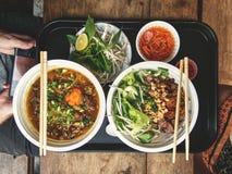 Mat på den Ben Thanh matmarknaden i Ho Chi Minh City i Vietnam fotografering för bildbyråer