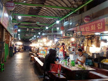 Mat Seoul Korea för Dongdaemon nattgata Royaltyfri Foto