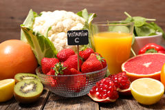 Mat som är hög i vitamin royaltyfria foton