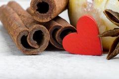 Mat som lagas mat med förälskelse inbunden vektor för valentin för daghjärtaillustration s två Royaltyfri Bild