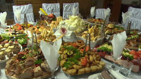 Mat som tjänas som på tabellen stock video
