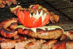 Mat, stekte korvar och tomater Royaltyfri Bild